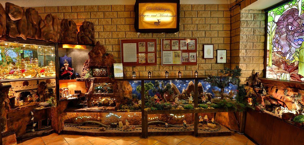 Nibelungen Schaukasten Hotel Boos Nibelungen Themenhotel Worms