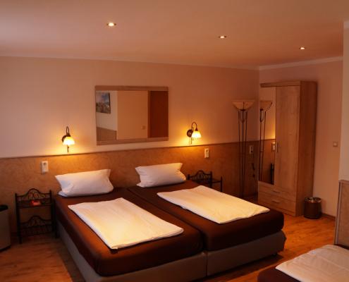 Dreibettzimmer Hotel Boos Nibelungen Themenhotel Worms